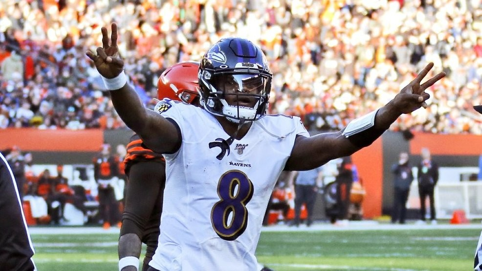 Lamar Jackson celebrates first seed a touchdown against the Cleveland Browns.