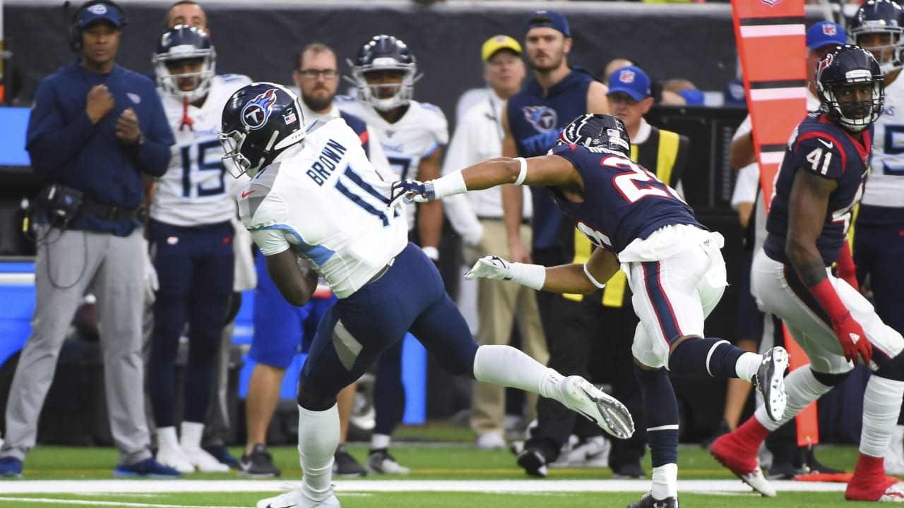 Titans wideout A.J. Brown makes a spectacular 47 yard catch in the third quarter of action.